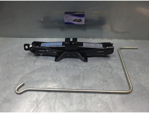 Домкрат Subaru Legacy 5 B14