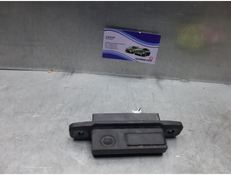 Кнопка открывания задней двери Toyota Avensis 3