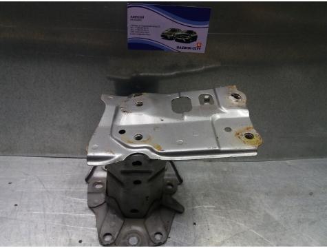Кронштейн заднего бампера левый Toyota Avensis 3