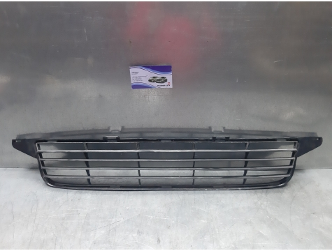 Решетка в бампер Toyota Avensis 3
