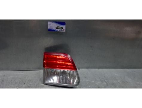 Фонарь левый в крышку багажника Toyota Avensis 3 универсал