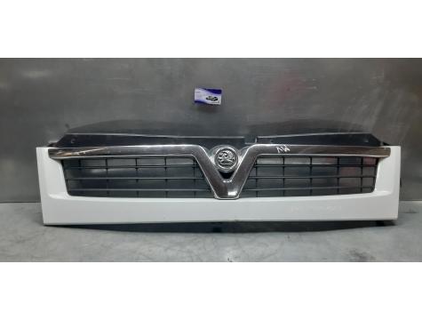 Решетка радиатора Opel Movano