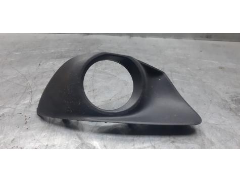 Рамка ПТФ переднего бампера правая Toyota Verso