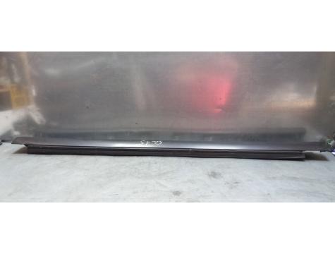 Накладка порога внутренняя  праваяToyota Avensis 2 2003-2008 AV02