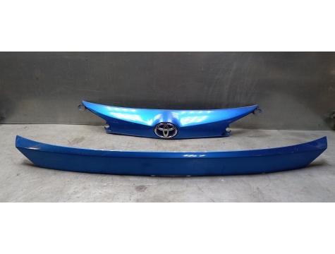 Накладка крышки багажника Toyota RAV 4 2015-2018